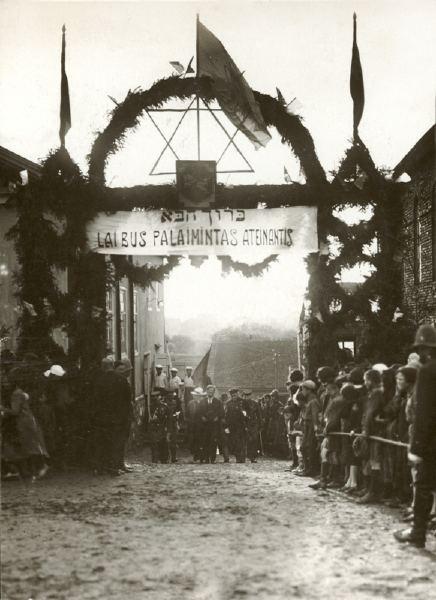 Žydų bendruomenė pasitinka Prezidentą Antaną Smetoną (1927 m. rugpjūčio 16 d.)